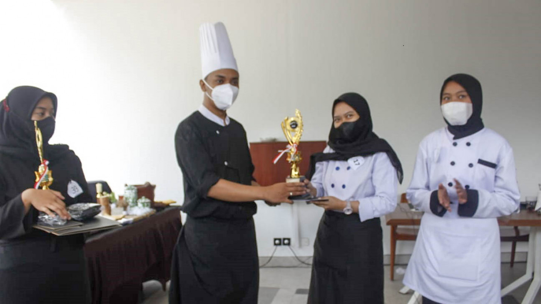 "Amelia Yuliana Setiawati - Juara 2 Lomba ""Nasi Goreng Competition"" Tingkat SMK se-Malang Raya"