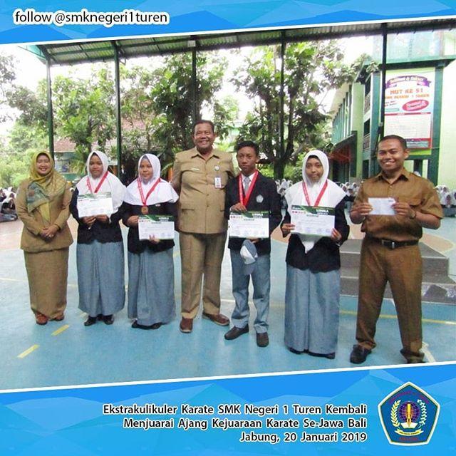 Ekskul Karate SMKN 1 Turen Borong Piala